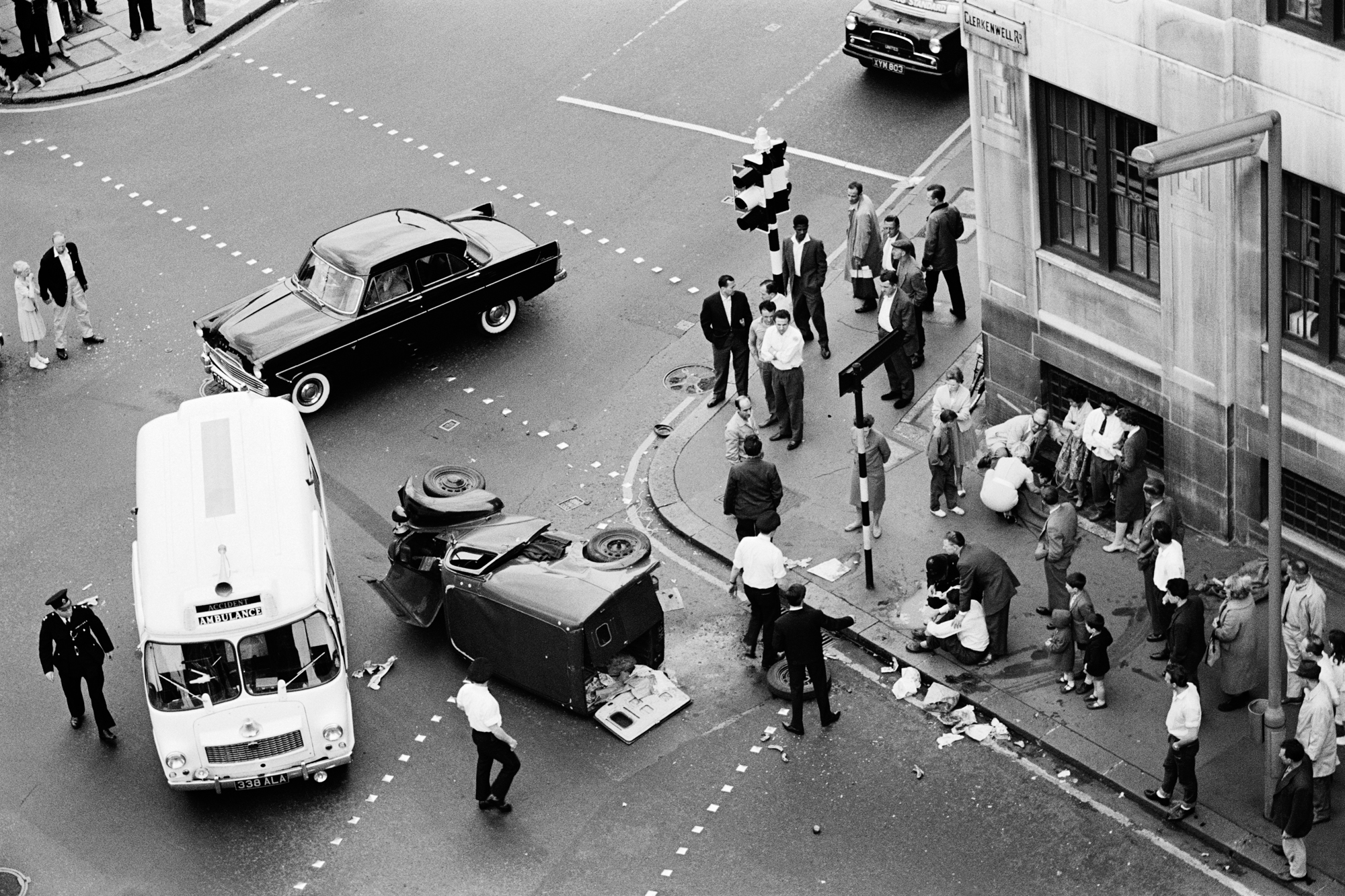 LONDON LIFE - Accident - Clerkenwell - 1962