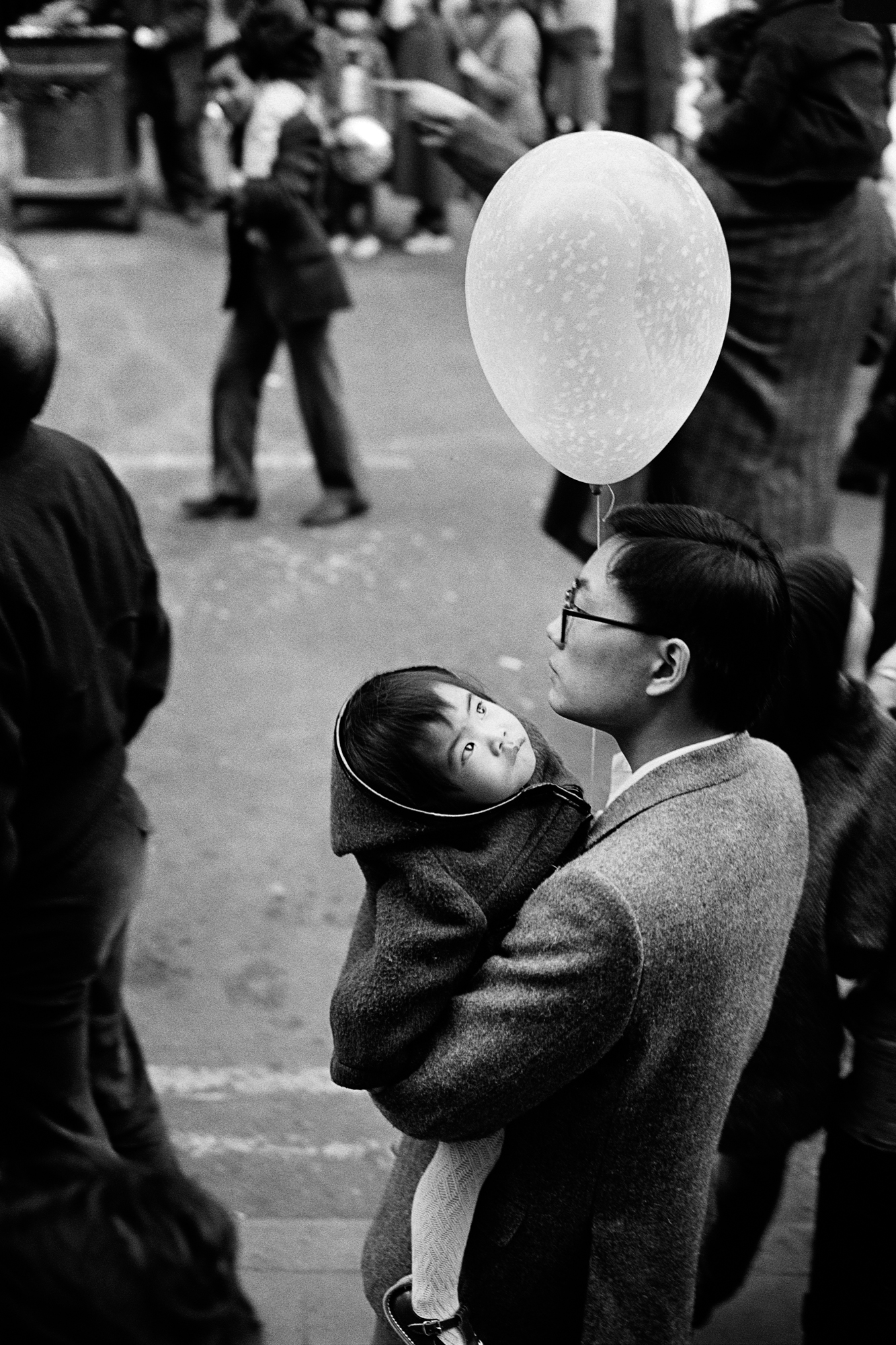 LONDON LIFE - Girl and Balloon - Chinatown - 1987